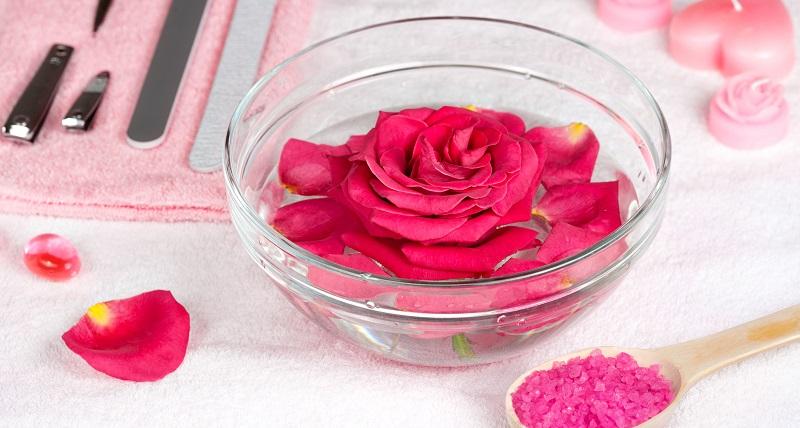 jak zrobić wodę różaną