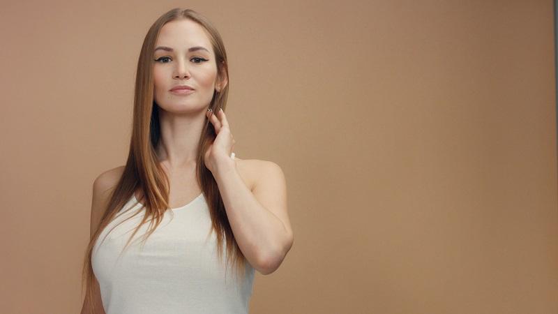 jak wyprostować włosy bez prostownicy